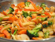 Serpenyőben sült zöldségek