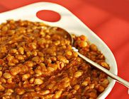 Tepsiben sült chilis bab